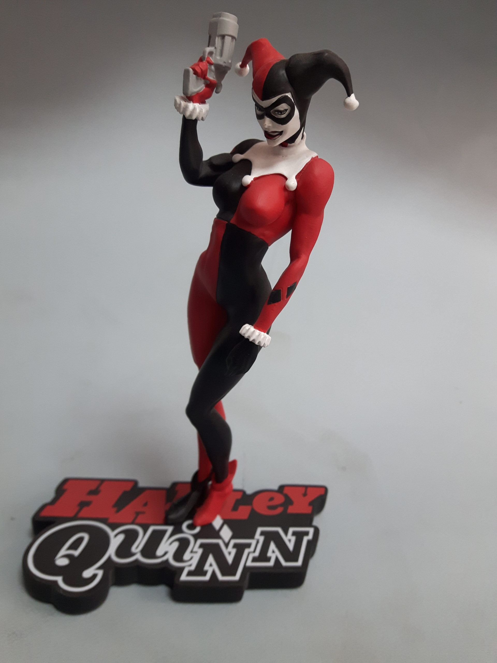 DC Comics Harley Quinn Red White & Black Statue